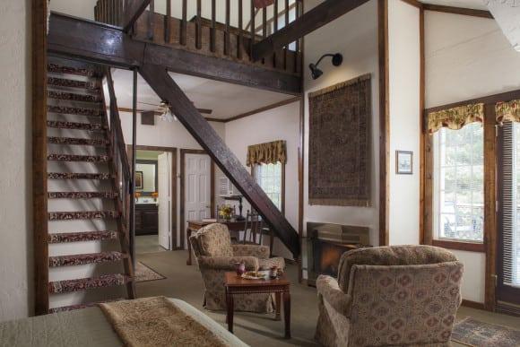 Carriage House Tudor guestroom