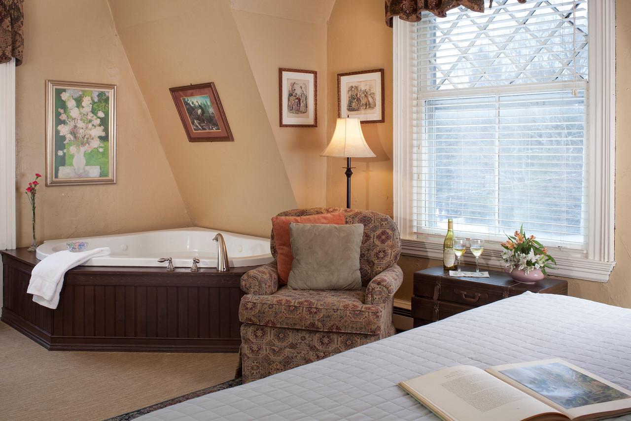 Bluejay Guestroom