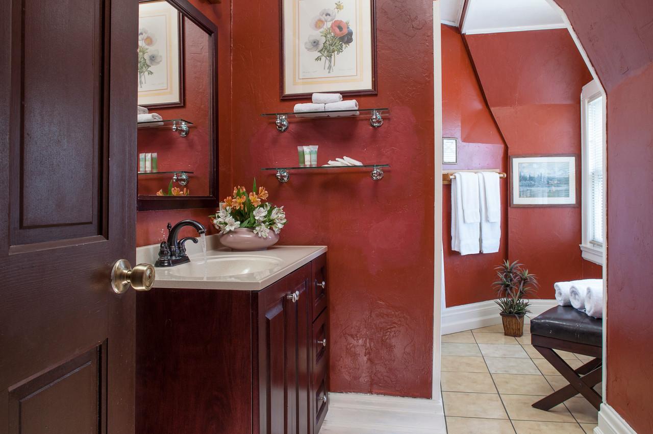 Meadowlark bathroom