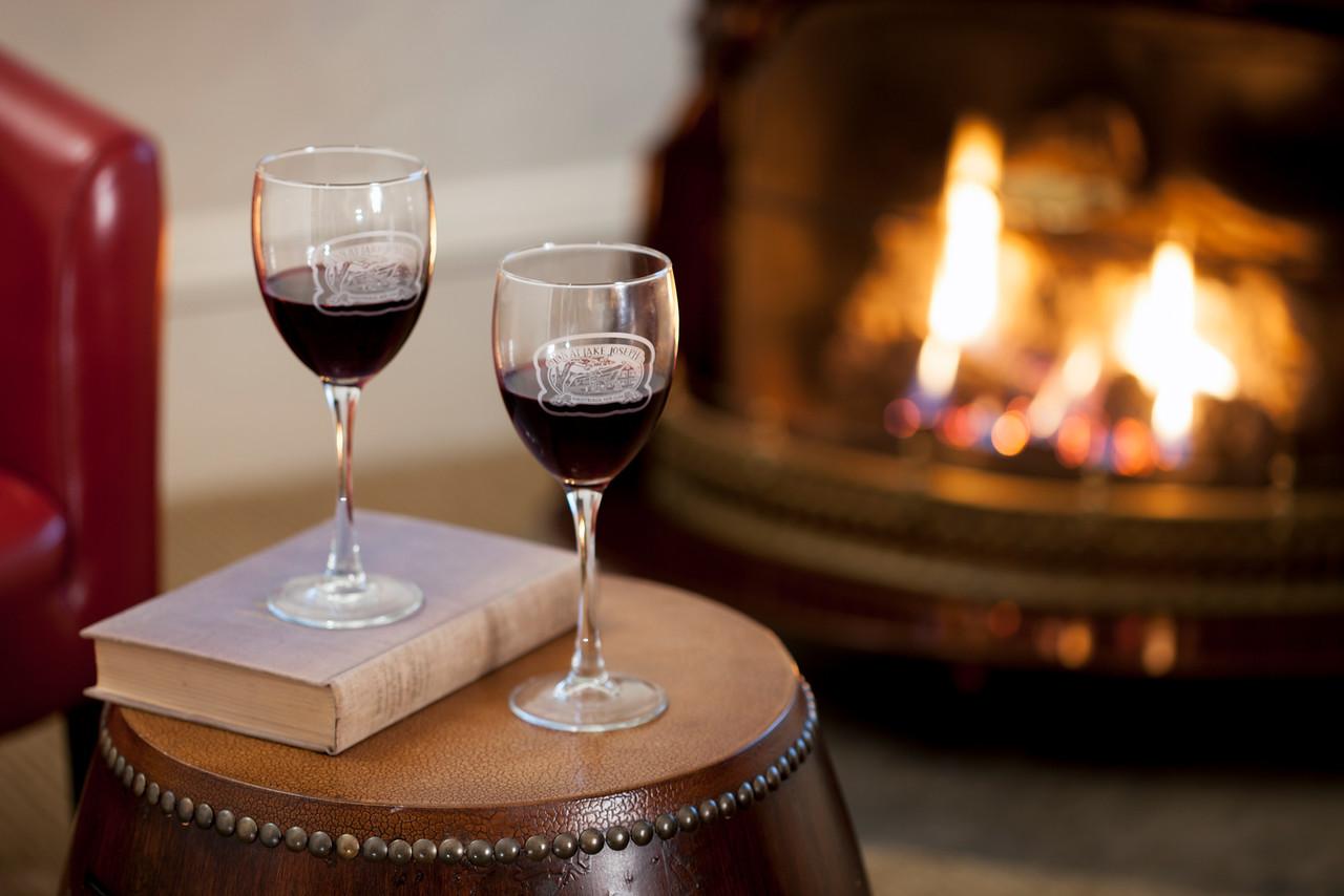 Two wine glasses in the Sandpiper guestroom