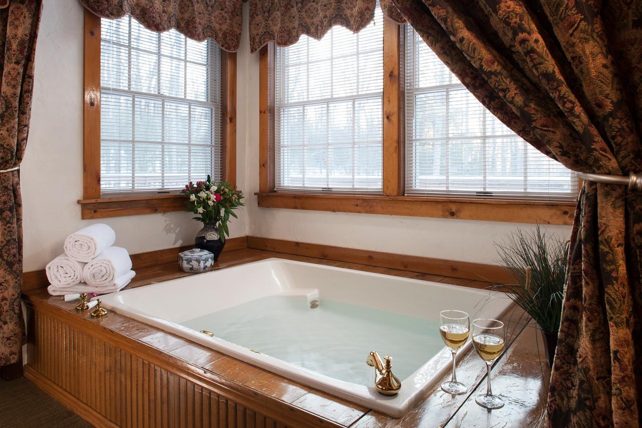 Laurel spa bath