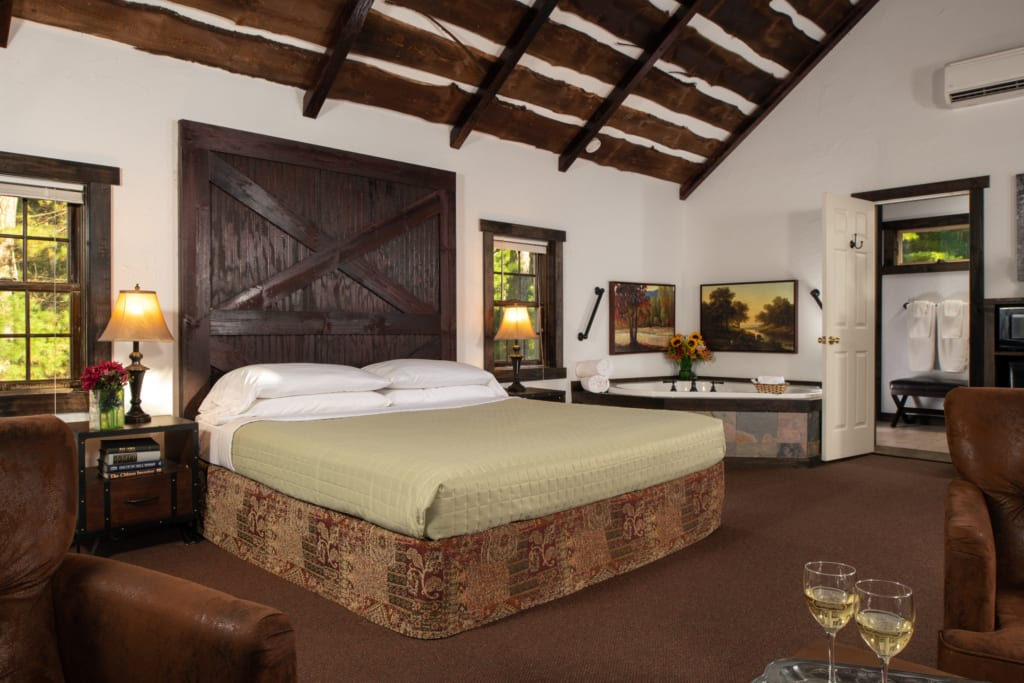 Large bedroom in a Cedar guestroom