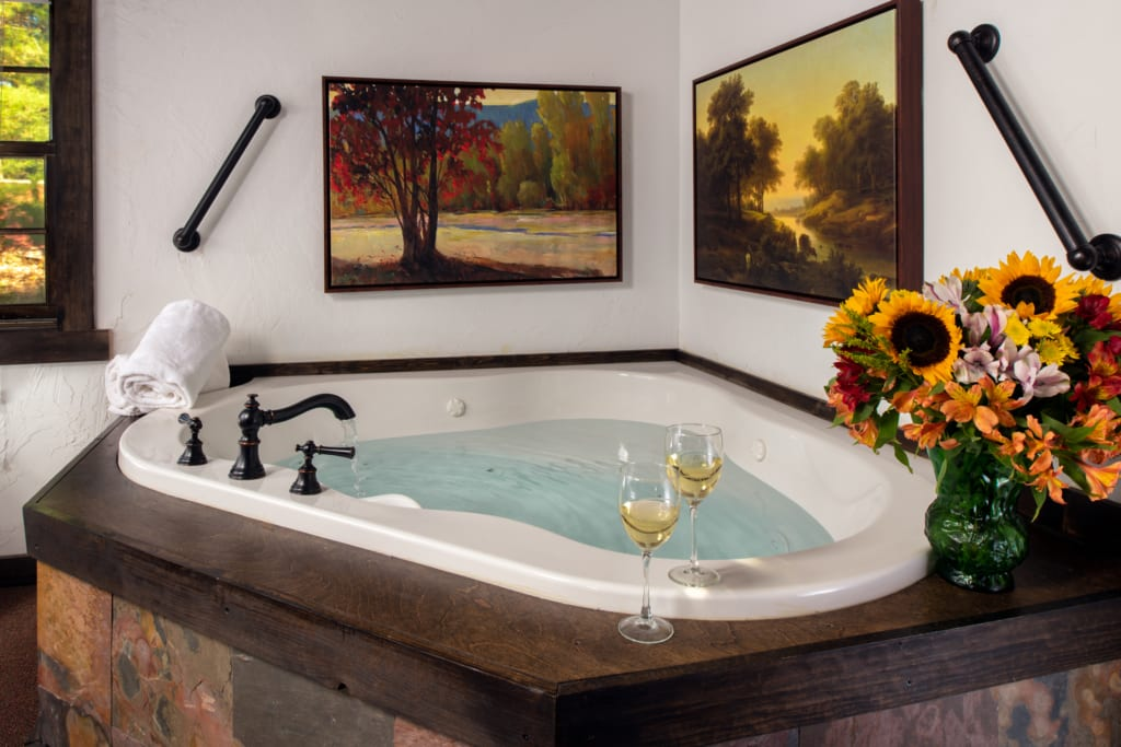 Jacuzzi tub with two wine glasses