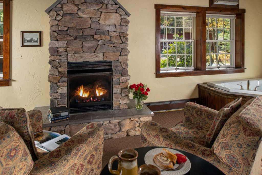 Fireplace with flower vase in the Cottage guestroom