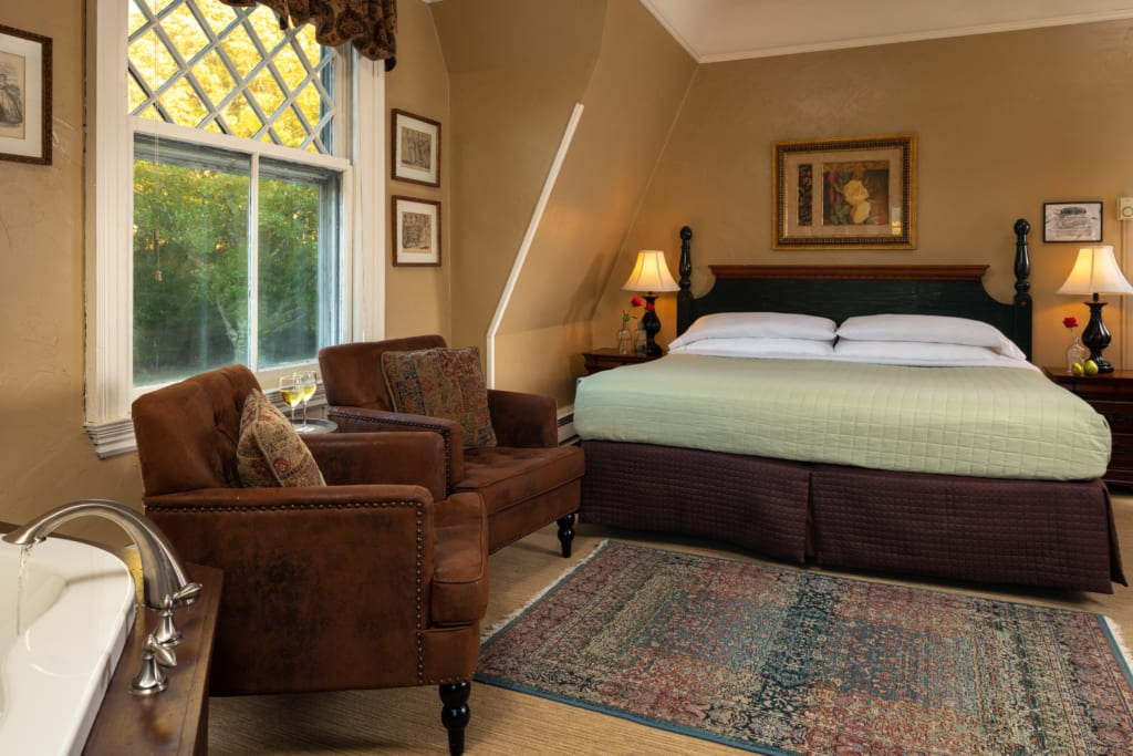 Bronze Guestroom - Main House
